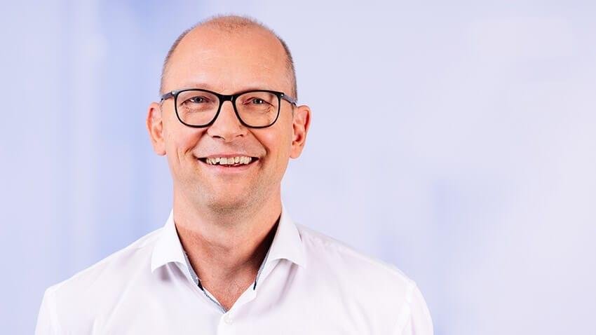 Dr. Stefan Dierkes